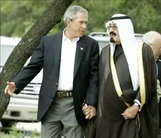 Bush kisses Saudi ass