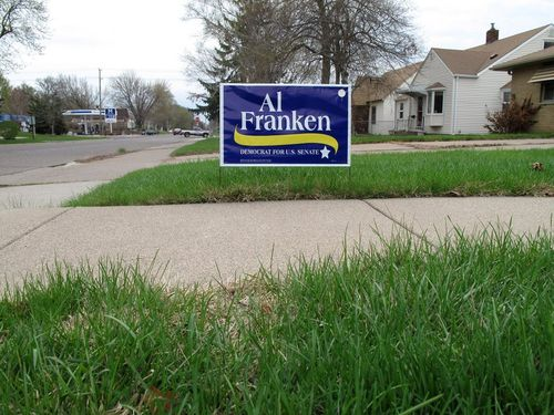 10 Franken sign grass shot